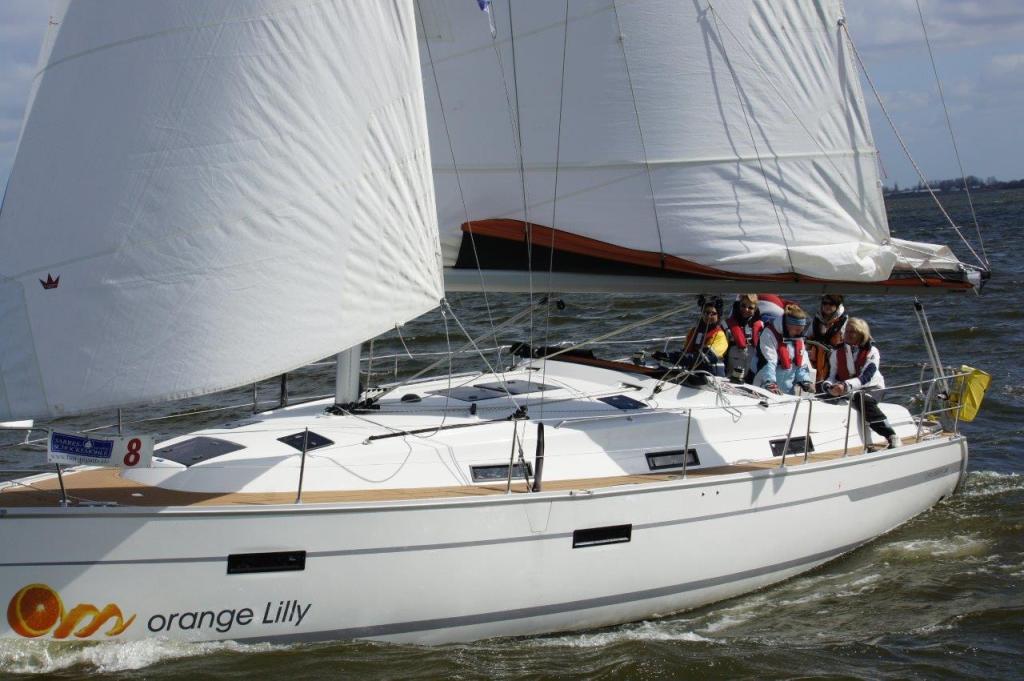 Bavaria 36 Orange Lilly am IJsselmeer