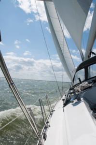Segelyacht beim Segeltraining