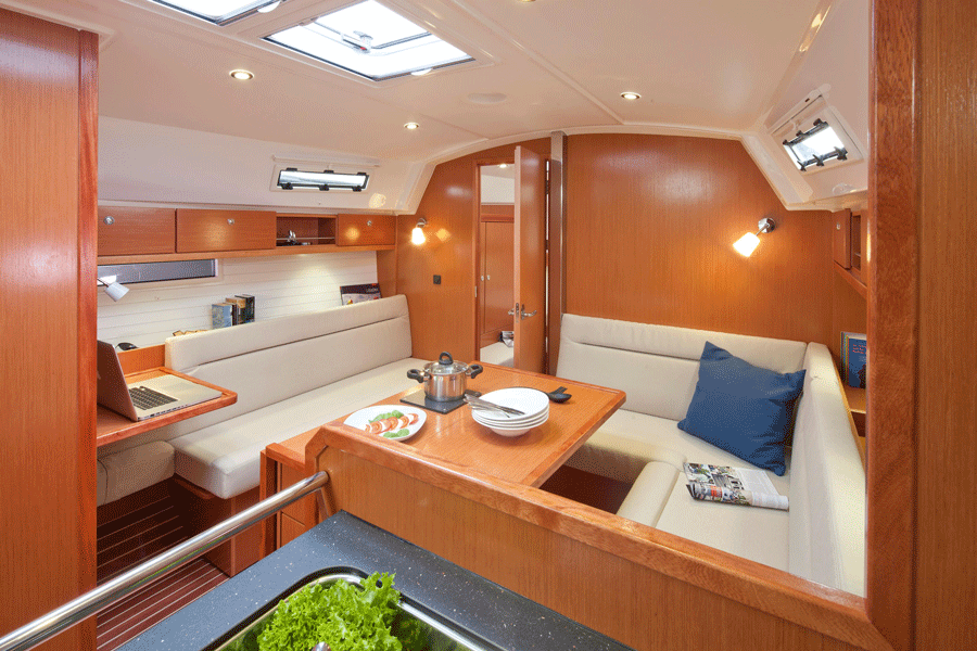 Salon in Bavaria Cruiser 36 Lemmer
