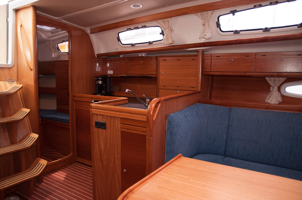 Bavaria 38 Salon
