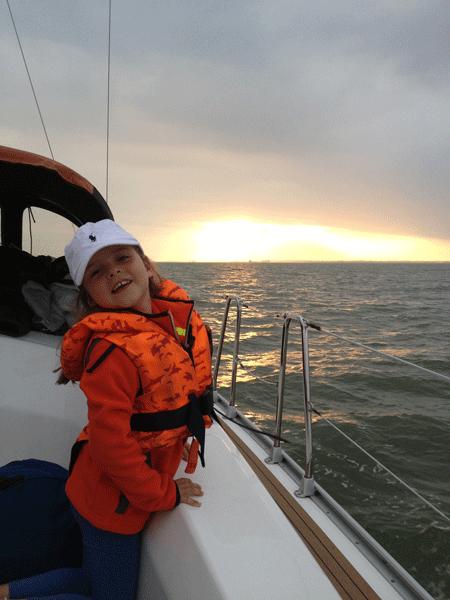 Familientraining auf dem Segelboot