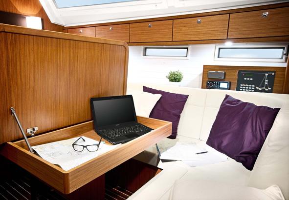Bavaria Cruiser 46 Kartentisch