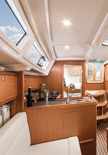 Bavaria Cruiser 34 Pantry