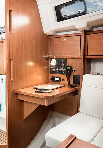 Bavaria Cruiser 34 Kartentisch